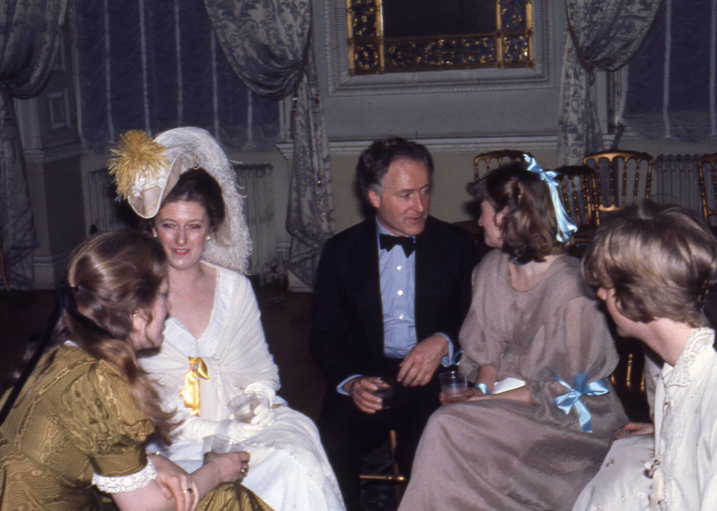 img002-Desmond-Guinness-and-friends-at-Chandos-House-London-in-1977.WEB.jpg#asset:14945